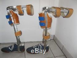 Zwei Beinprothesen Bein Prothese Beinamputation Simulator Simulation Amputation